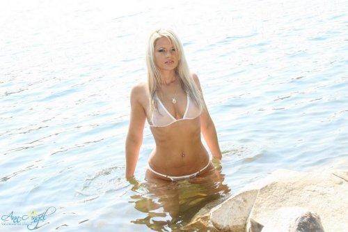 Ann Angel � ����� ������