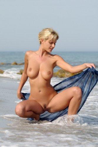 Zuzana на пляже