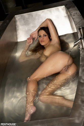 фото голых девушек в морге
