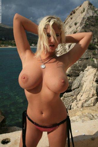 Jenny - У скалы