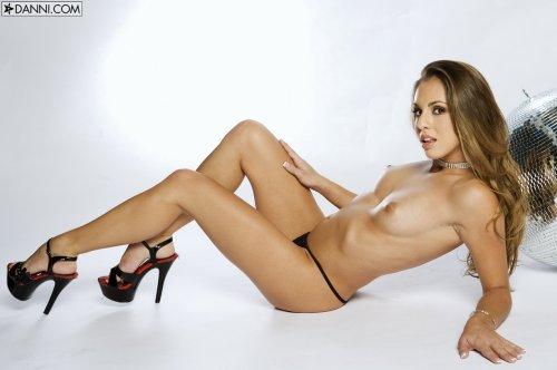 Isabella Sky и её кожаные штаны