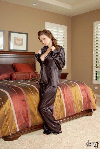 Shay Laren в пижаме