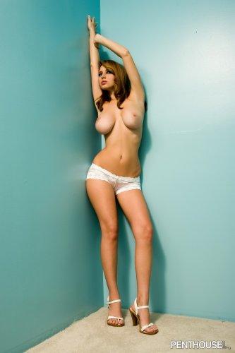 Shay Laren в голубой комнате