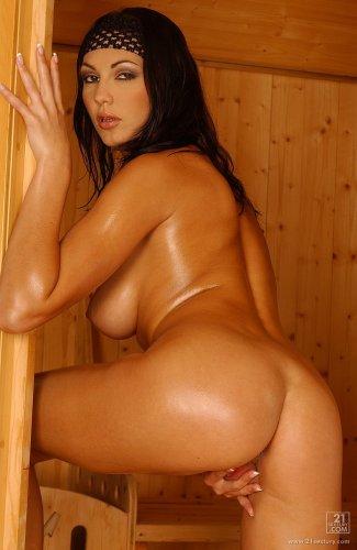 Jennifer Max в сауне