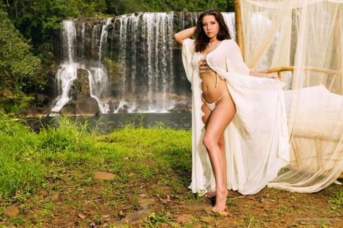 Erica Campbell - Waterfall fantasy