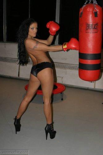 Боксёрша Lanny Barbie