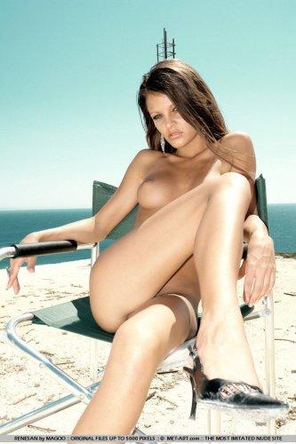 Эротичные ножки малышки Renesan