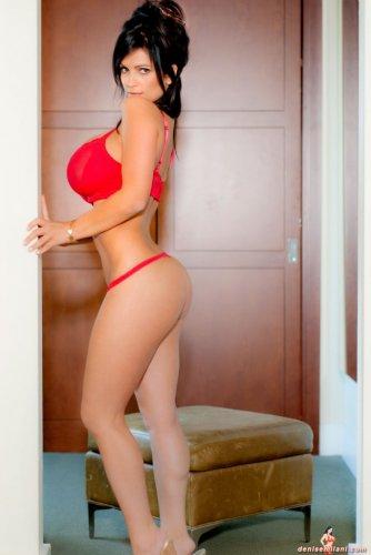 Горячая и сексуальная Denise Milani
