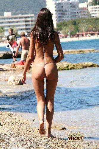 Голышом по пляжу