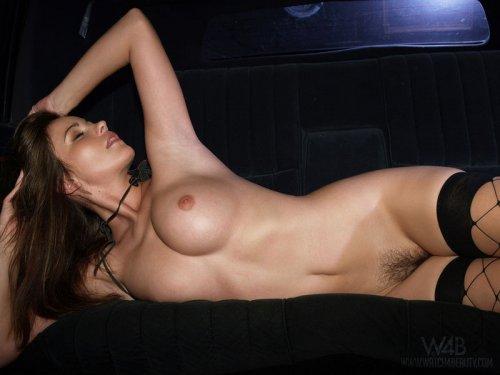 в чулках в машине порно