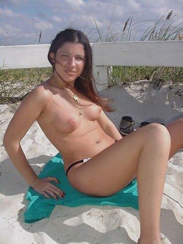 Покажет все свои прелести на пляже