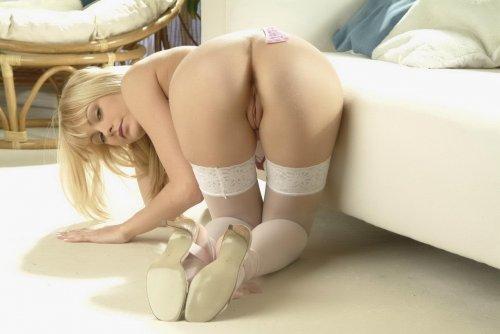 Сексуальная девушка в чулках