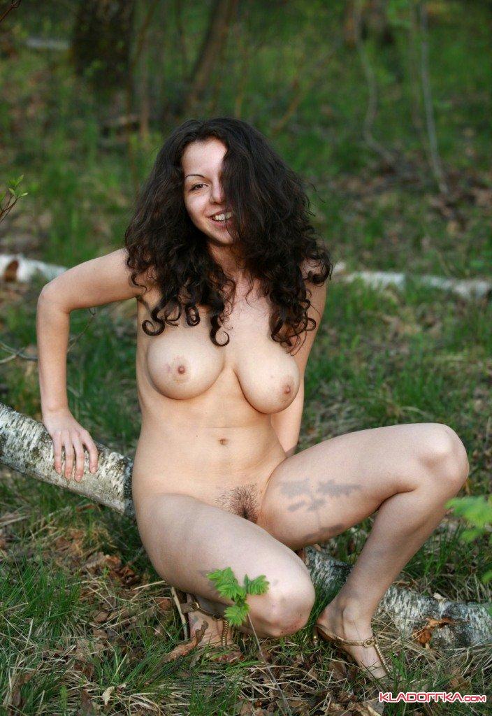 eroticheskie-foto-pishnogrudoy-krasotki