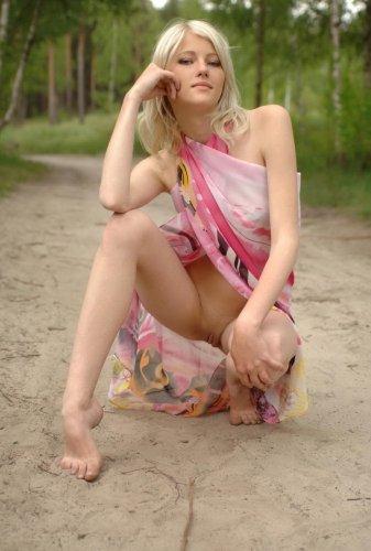 Русская красавица в лесу