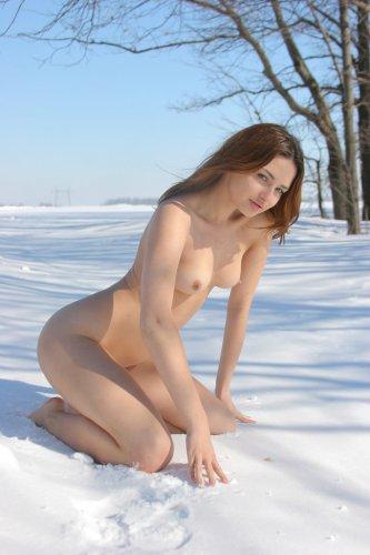 Немного снежного частного ню