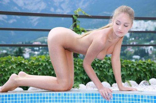 Красивая эротика в бассейне