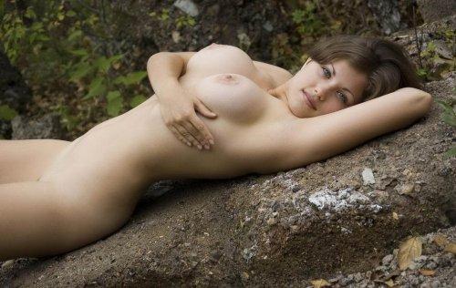 Mia с натуральной красивой грудью