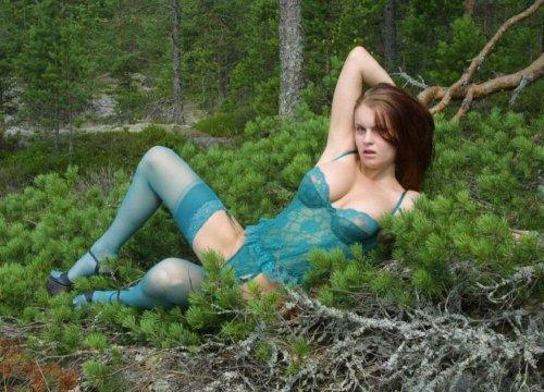Лесная красавица с большими сиськами