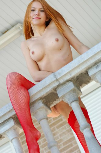Люда в красных чулках