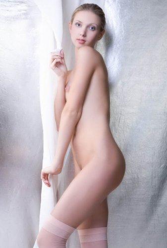 Инна позирует голой