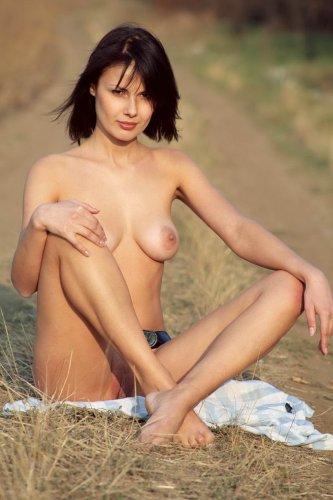 Развратная Маша на сельской дороге