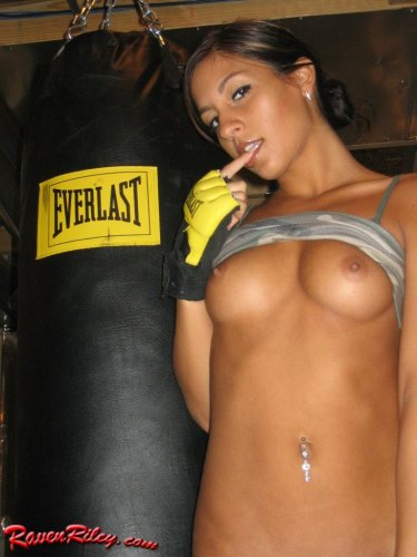 Young chick Raven Riley boxing naked