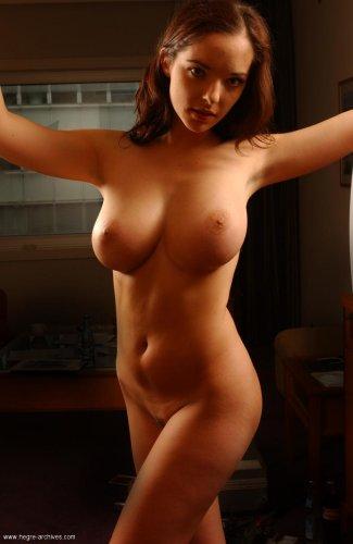 Соблазнительная Monika демонстрирует свою шикарную грудь любовнику