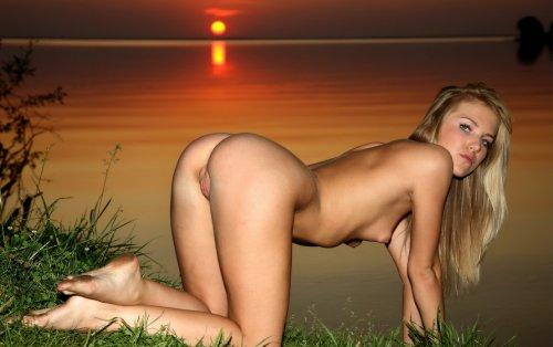 Красивый закат и сексуальная Линди