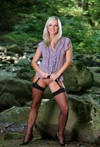Блондинка в чулках