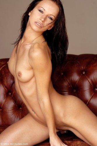 Красивая брюнетка Susana Spears