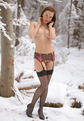 Зимняя эротика от Сьюзи