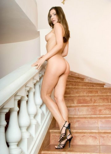 Милана на лестнице
