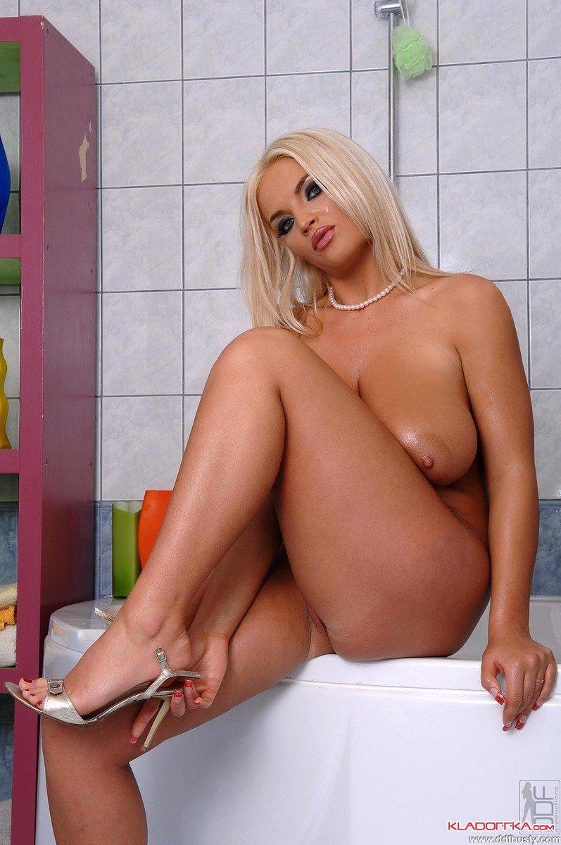 Сисястая блондинка ines cudna порно