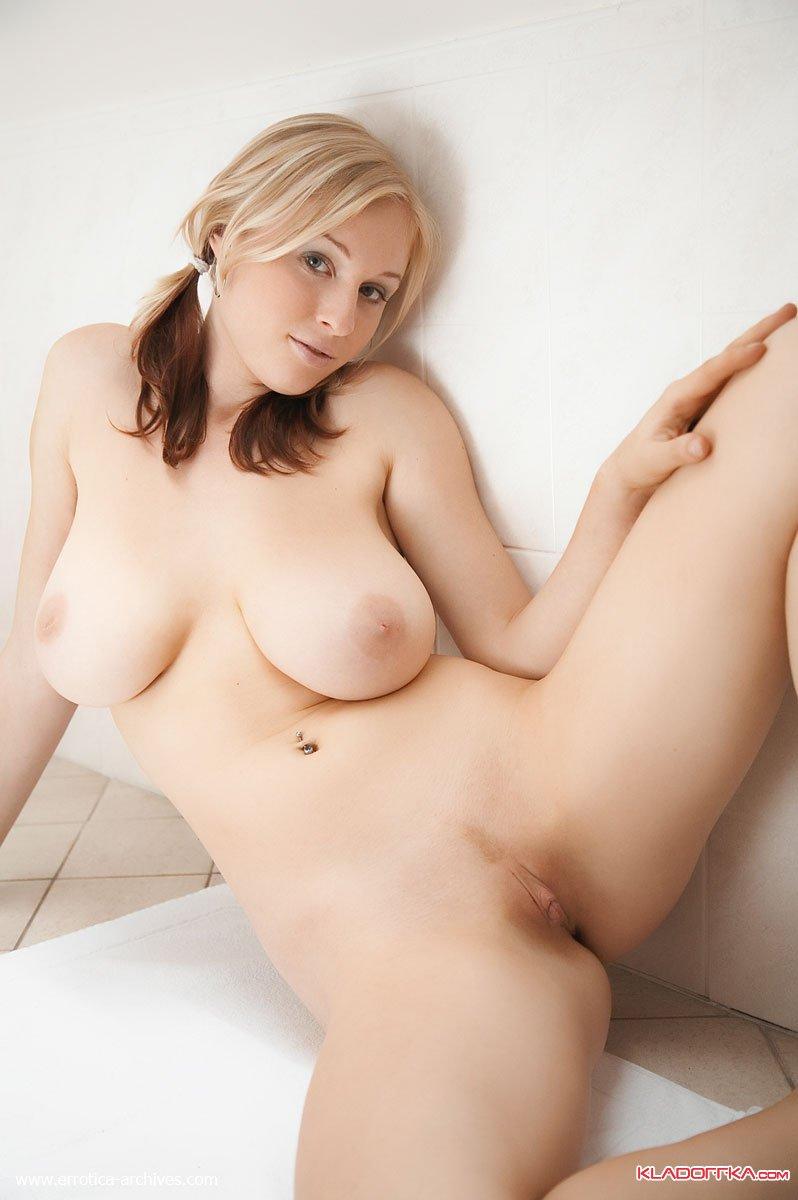 Порно Очень Молодая Девушка Большими Грудями