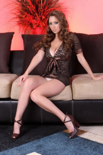 Shay Laren на диванчике