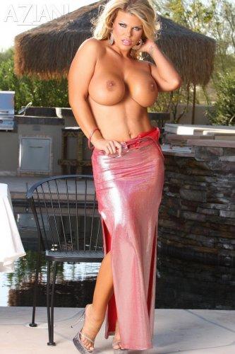 Busty Sophia Rossi in hot pink dress