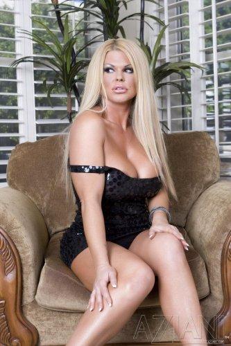 Blonde hottie Sophia Rossi