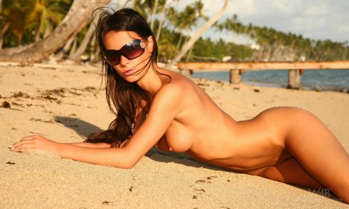 Tan erotic beach Melisa naked in the Sun