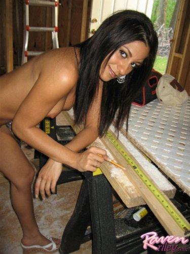 Красивый и сексуальный строитель Raven Riley