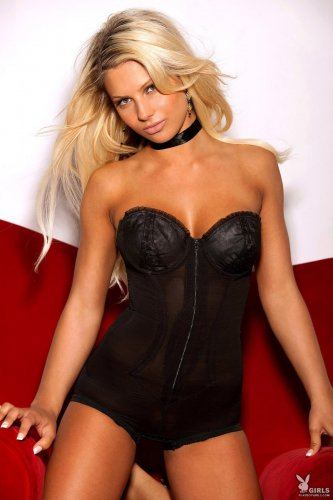 Эротическая фотомодель из Канады Angelina Polska с красивым загорелым телом