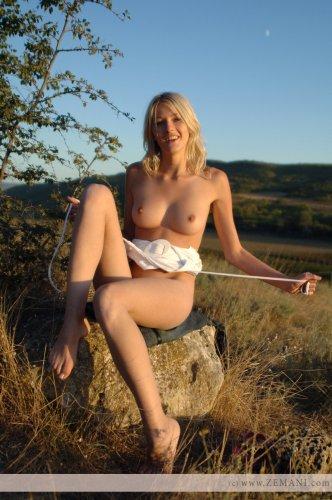 Красивая блондинка Mila