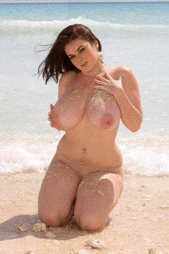 Вероника с пышной грудью