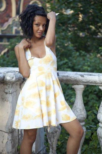 Привлекательная кокетка Эльвира скинула платье и показала голое тело