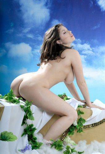 Богиня с большими сиськами