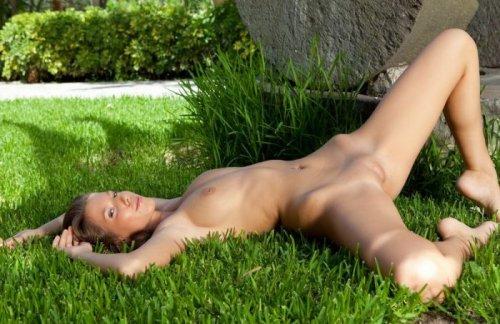 Avia aka Lizzie в саду