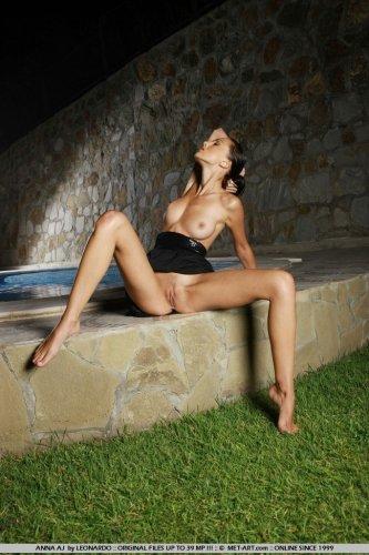 Анна у бассейна