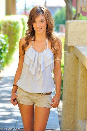 ������ Melanie Rios