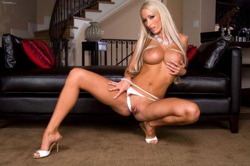Блестящая блондинка Lichelle Marie