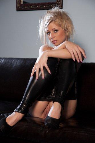 Candy Blond в чёрном