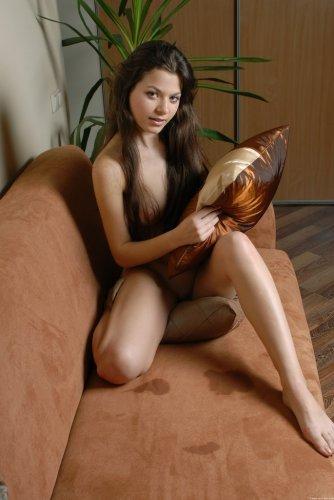 Одна на диване
